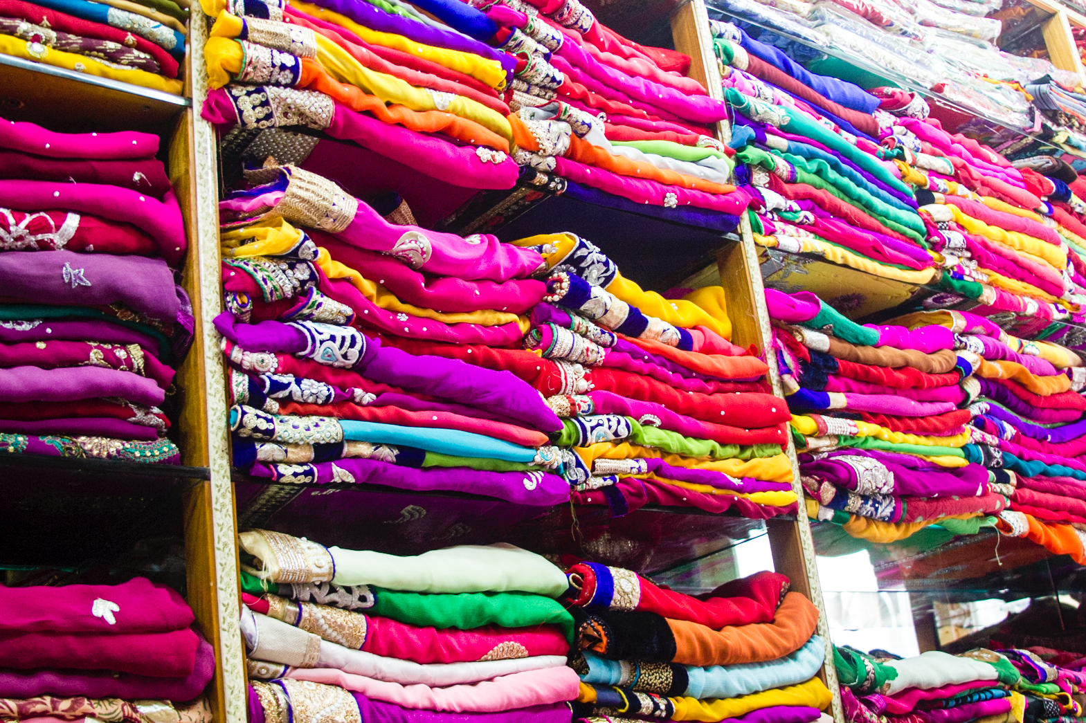 ladies market, rajasthan, india. www.surelysimple.com