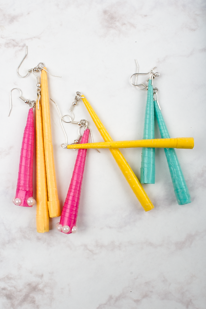 Quilling Tube Earrings Tutorial via SurelySimple.com- click through for step to step instructions