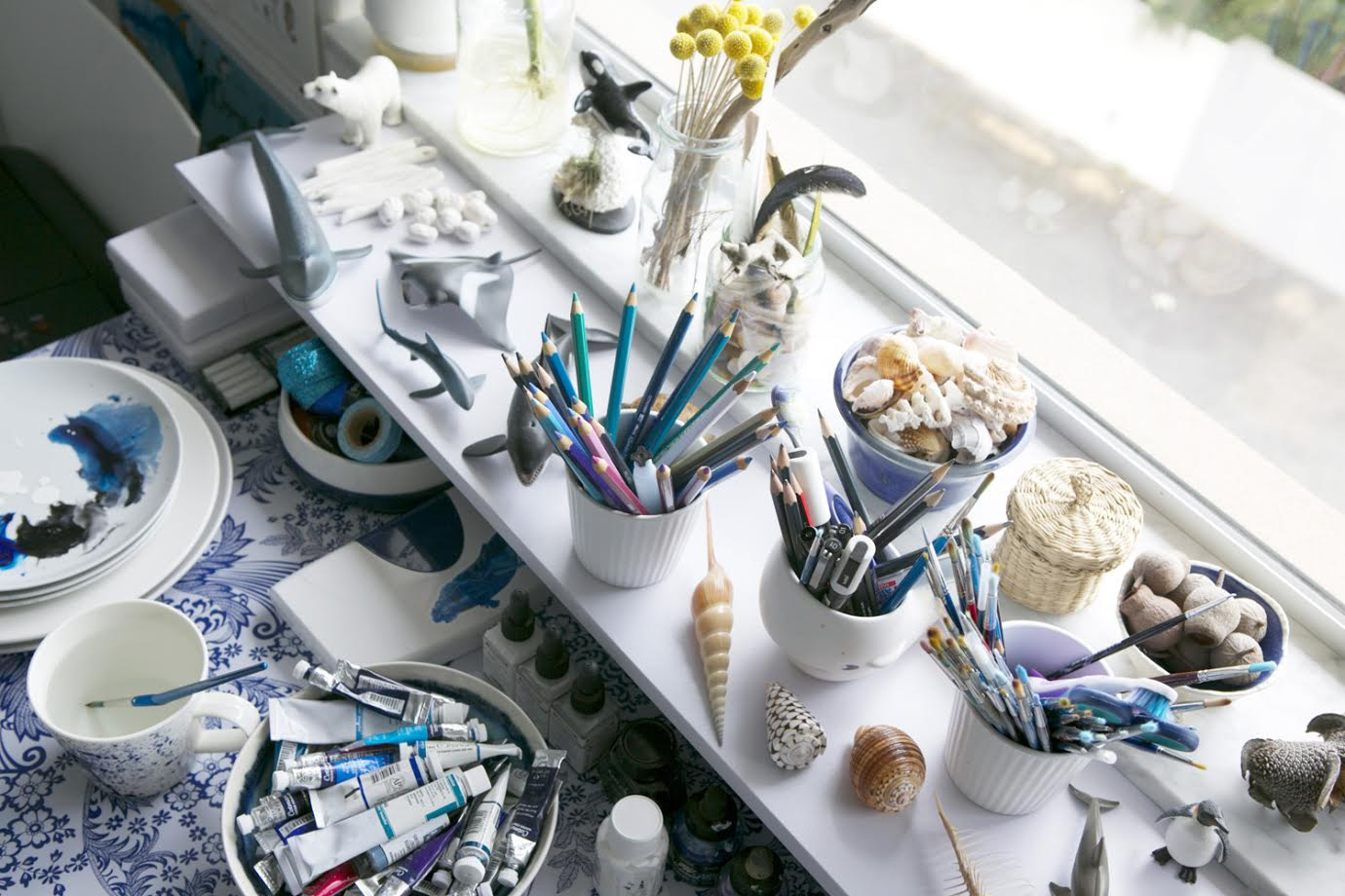 Windowsill and Art Supplies/ A Creative Home..with Artist Michelle Fleur in Perth, Australia // Surelysimple.com